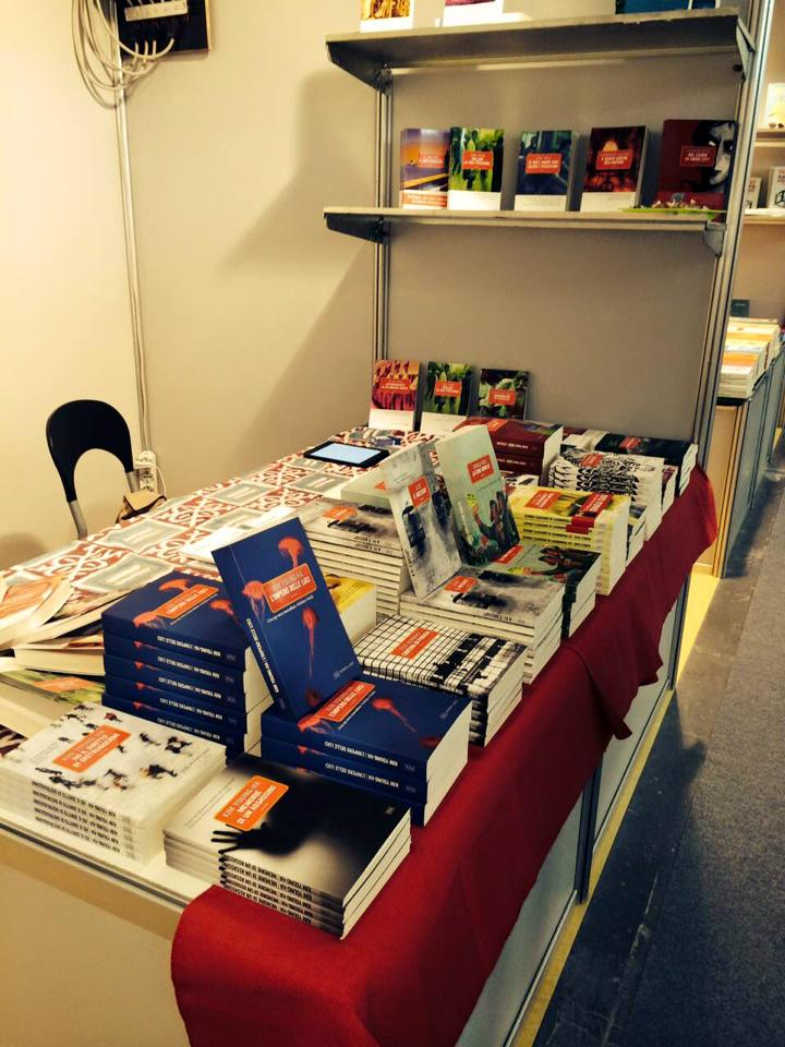 Lo stand di Metropoli d'Asia a Book Pride
